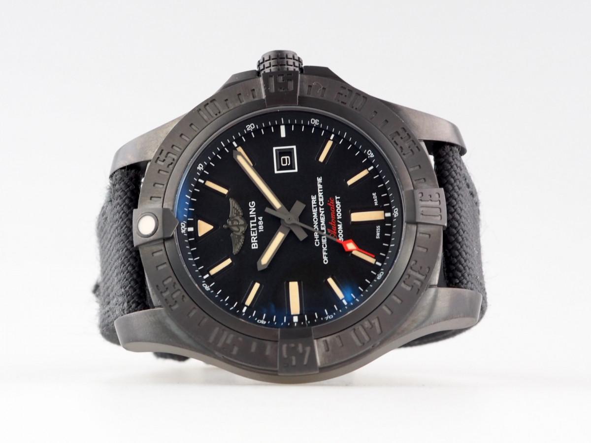 Швейцарские часы Breitling Avenger Blackbird