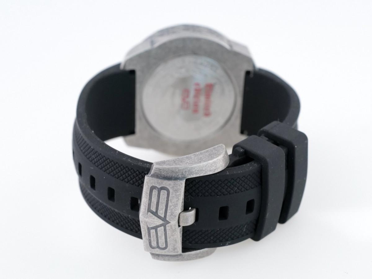 Швейцарские часы Bomberg Bolt-68 Red Dial