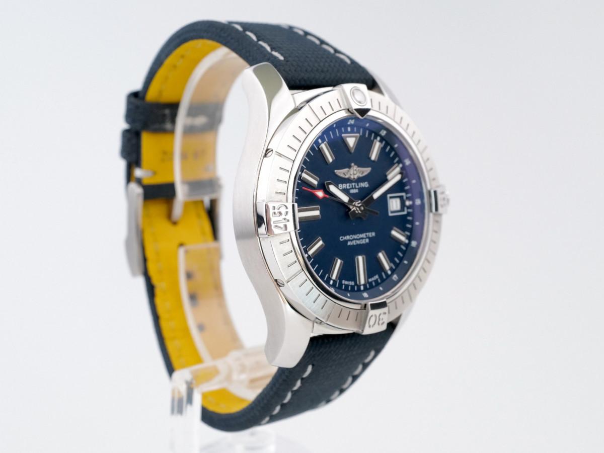 Швейцарские часы Breitling Avenger 43 Automatic