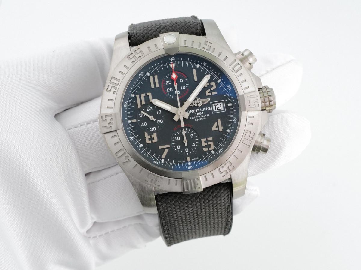 Швейцарские часы Breitling Avenger Bandit Titanium Chronograph