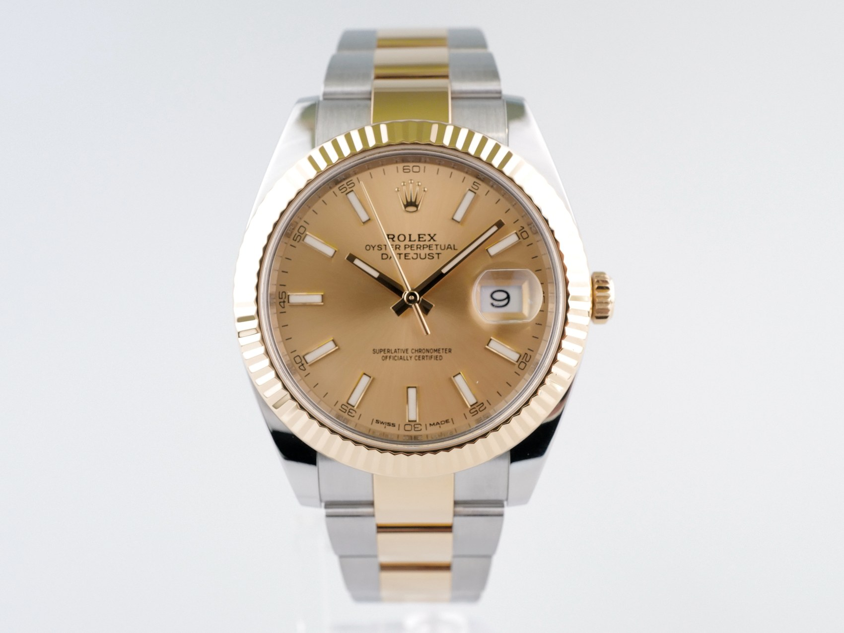 Швейцарские часы Rolex Datejust 41 Champagne Dial Steel and 18K Yellow Gold Oyster